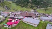 La place du village : Fête de la « Belle Dimanche » à Châtel (Chablais)