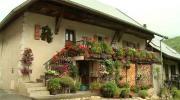 La Place du Village : Rencontres au Village des Maisons à Duingt