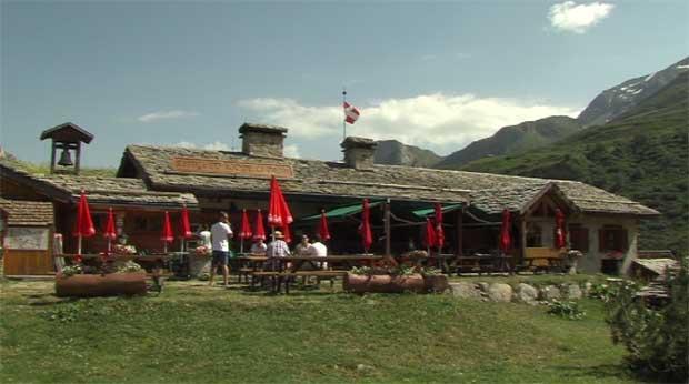 La Place du village : A la découverte du Refuge du Roc de la Pêche à Pralognan-la-Vanoise
