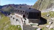 La place du village : Le Refuge Monzino à Courmayeur (Val d'Aoste)