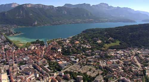 Survolez le Lac d'Annecy